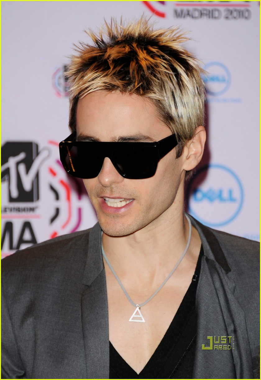 jared leto 30 seconds to mars 2010 mtv emas red carpet 042493480