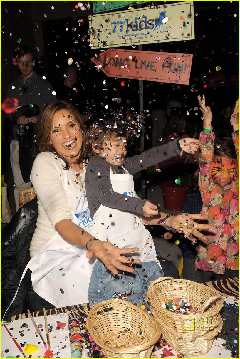 mariska hargitay august glaser pediatric aids foundation event 02.