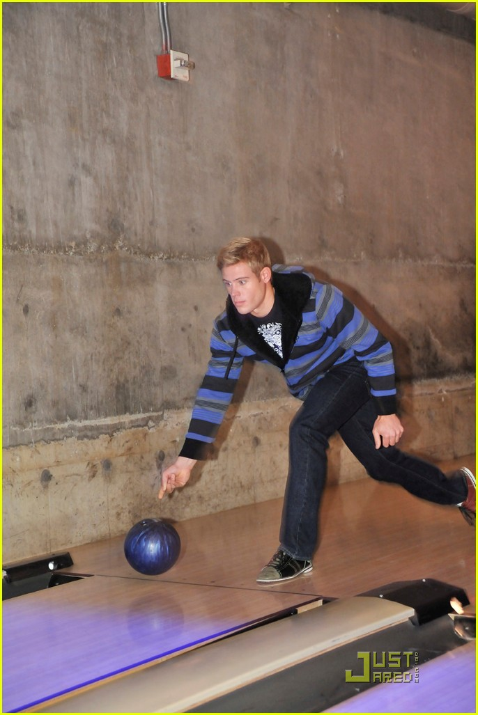 cory monteith bowling 082499485