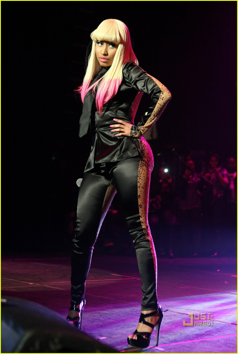 nicki minaj two faced suit 06
