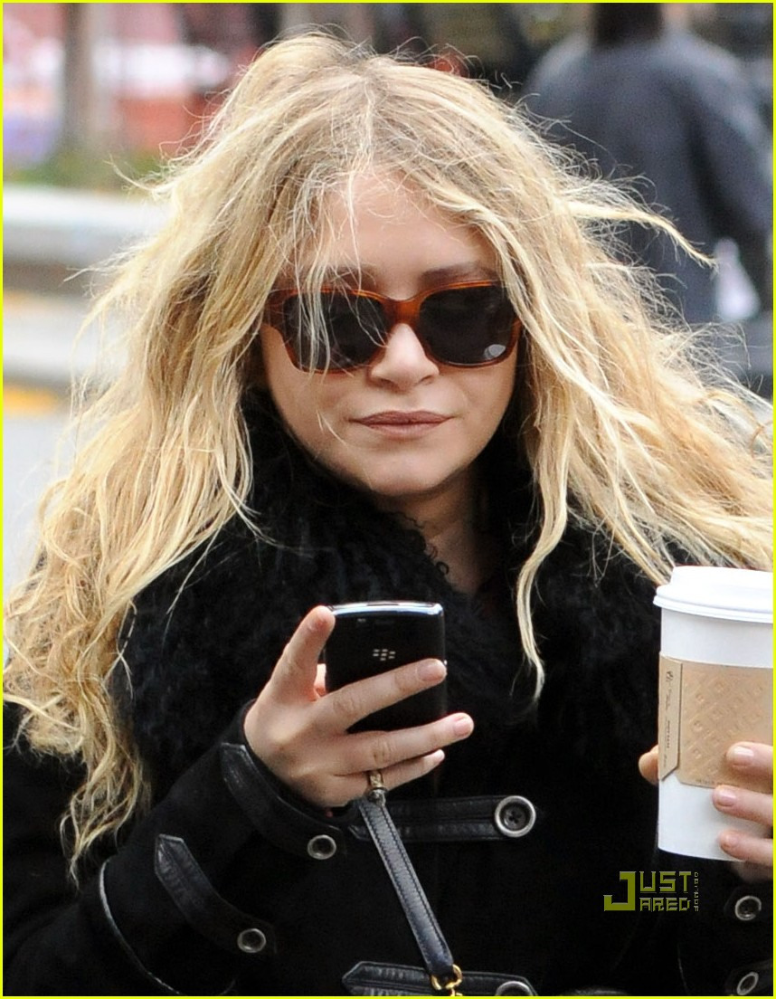 mary kate olsen warms up with a coffee 01