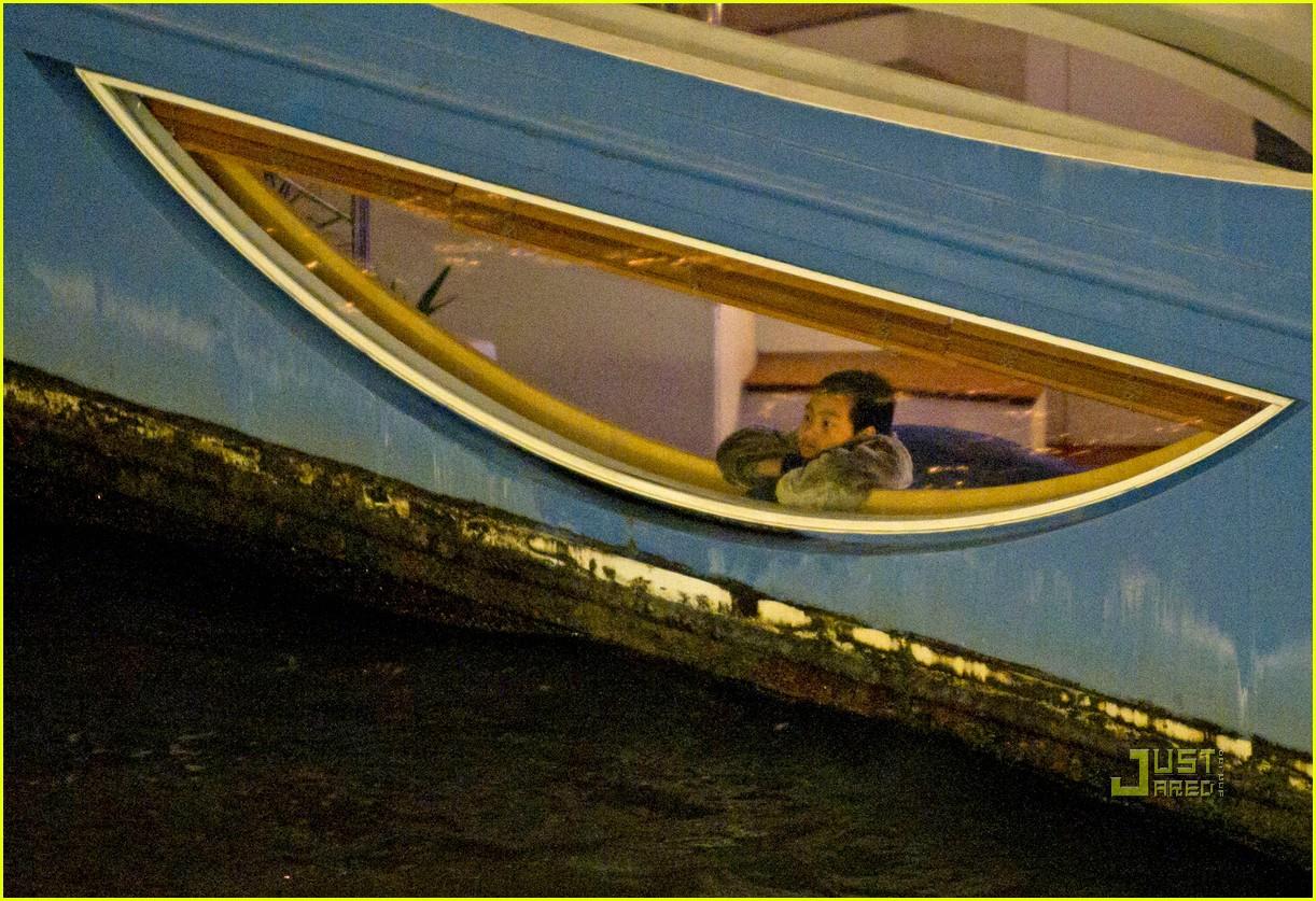 brad pitt angelina jolie pax birthday boat 20