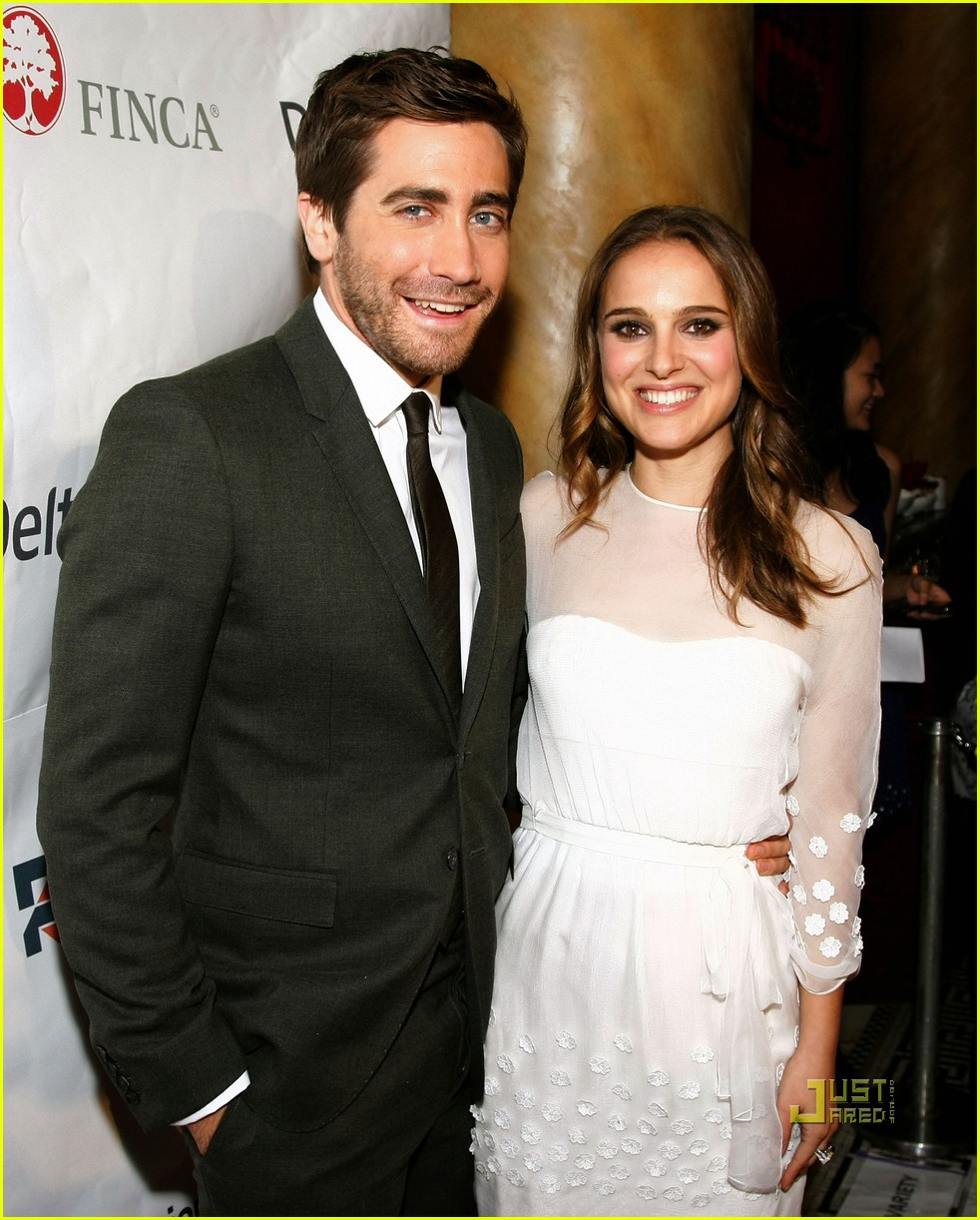 Photo of Natalie Portman & her friend  Jake Gyllenhaal