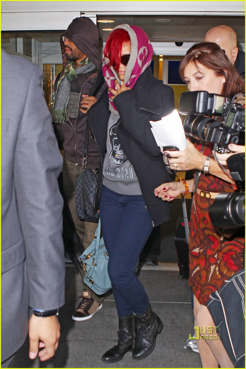 rihanna jfk arrival with matt kemp 03