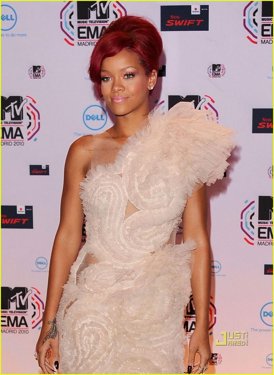 Full Sized Photo of rihanna mtv emas 2010 red carpet 09 ... Rihanna's