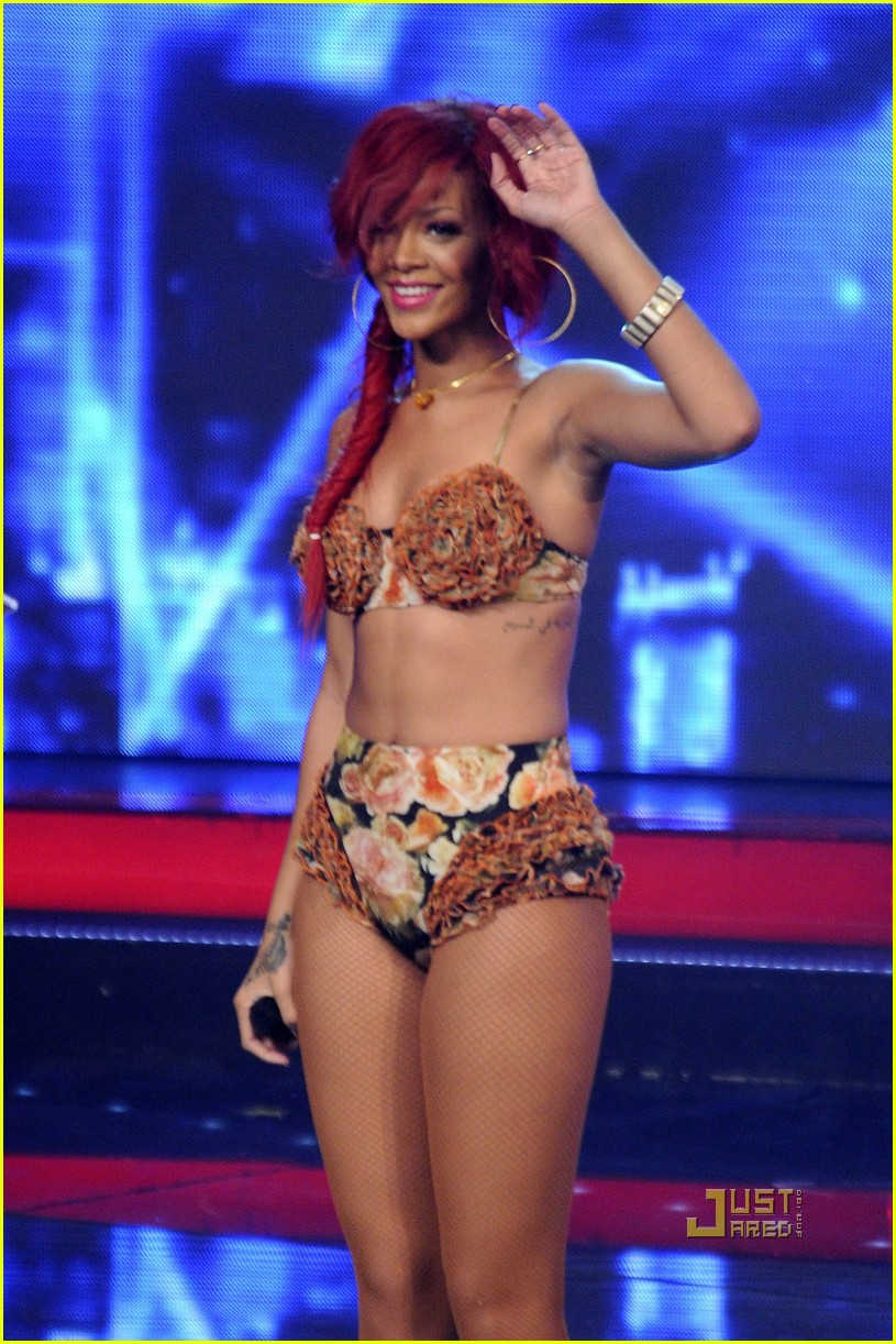 rihanna x factor italia performance 05