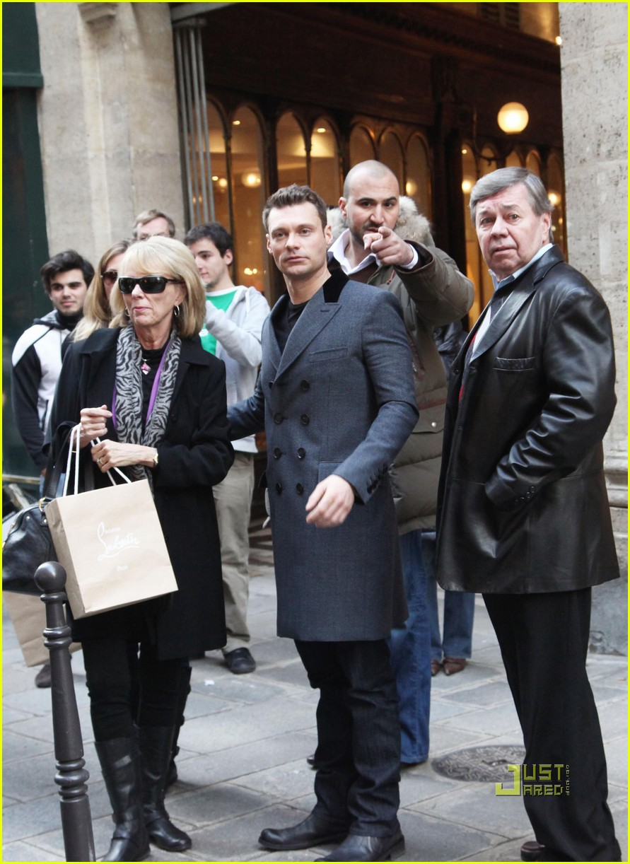 ryan seacrest julianne hough black friday 05