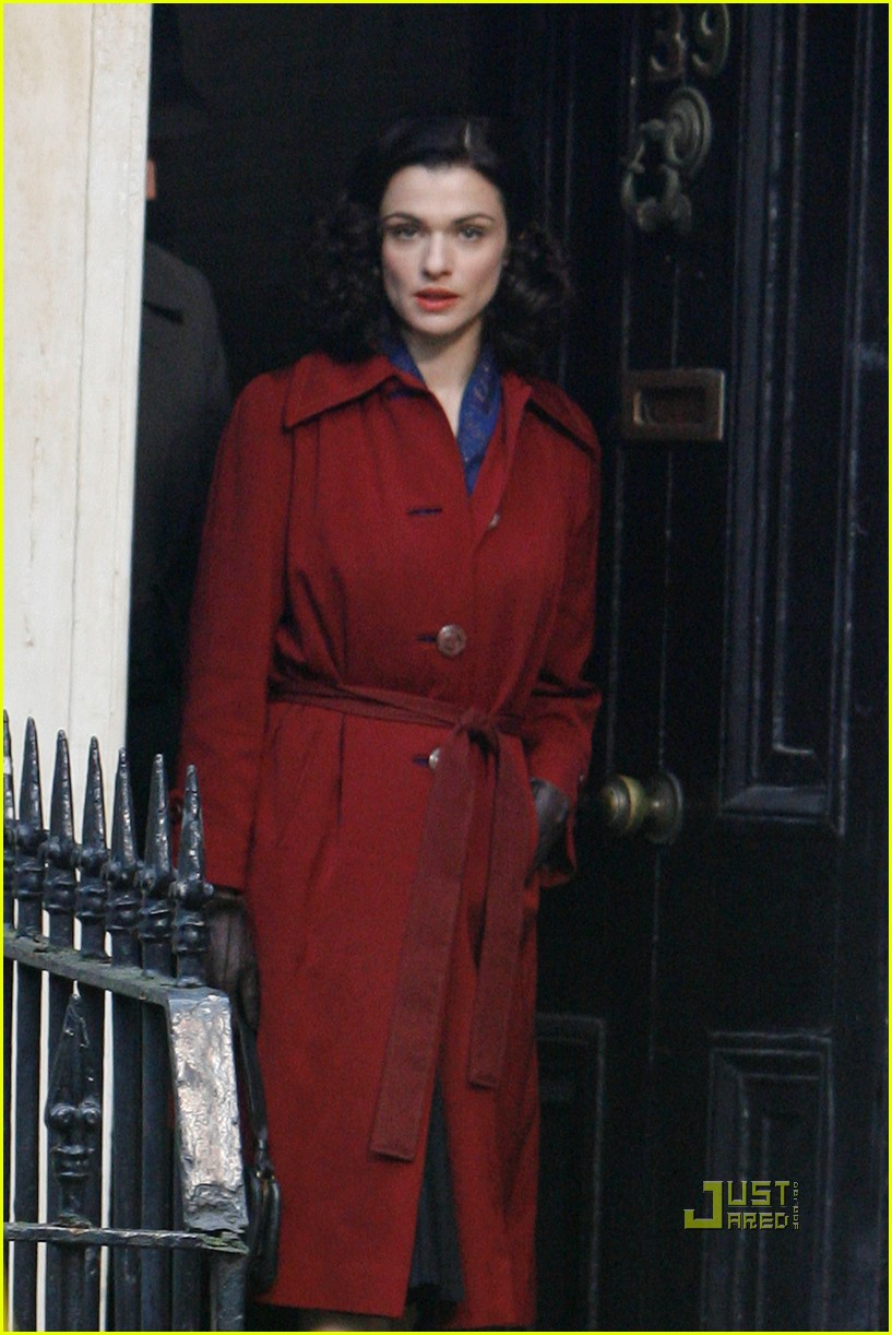 rachel weisz red trenchcoat 03