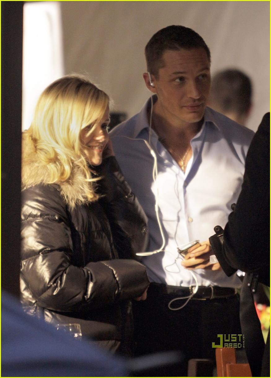 reese witherspoon tom hardy war and kiss 03