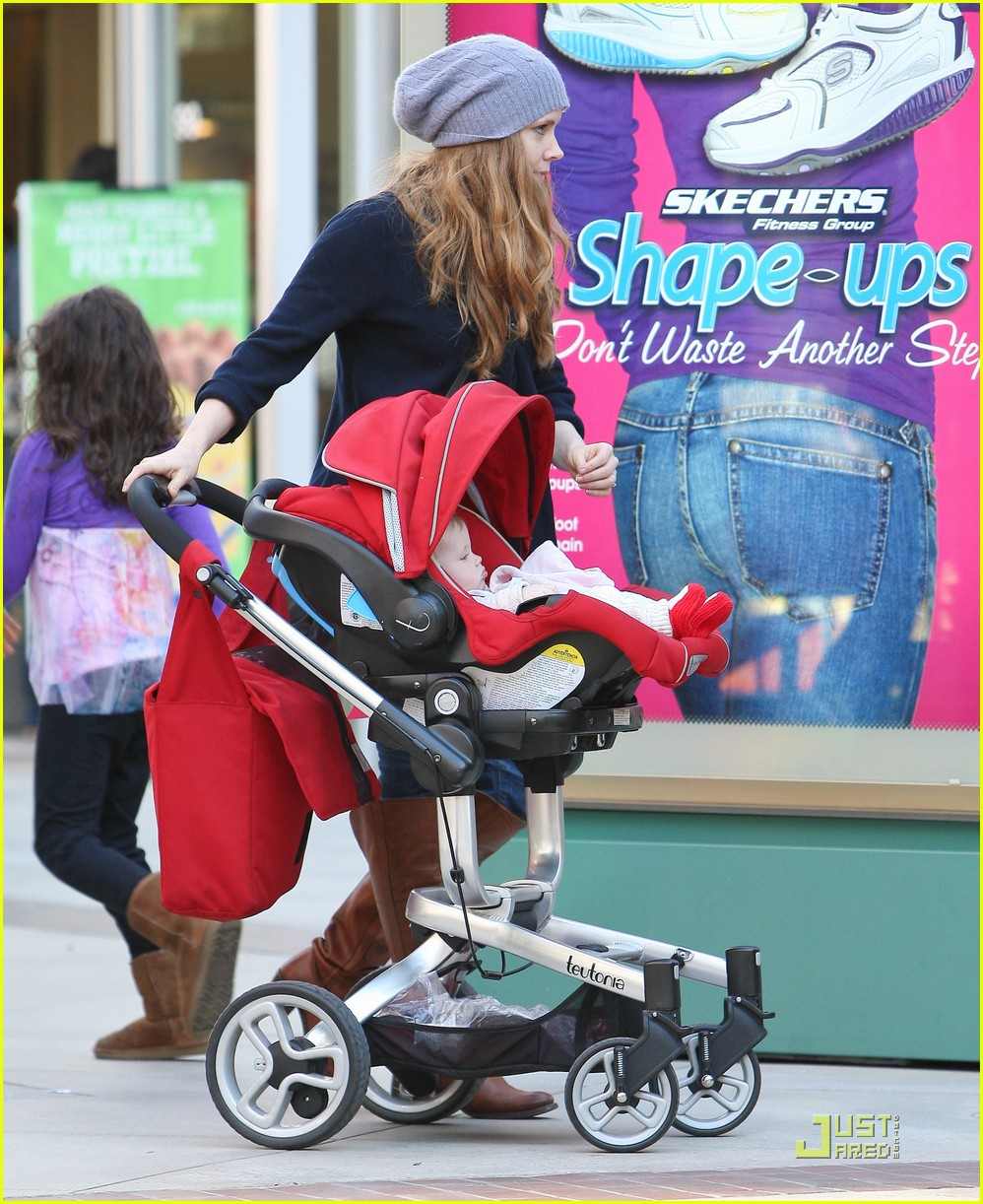 amy adams christmas shopping darren le gallo 18