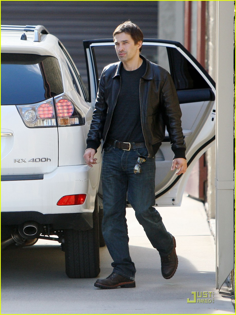 halle berry olivier martinez storage 02