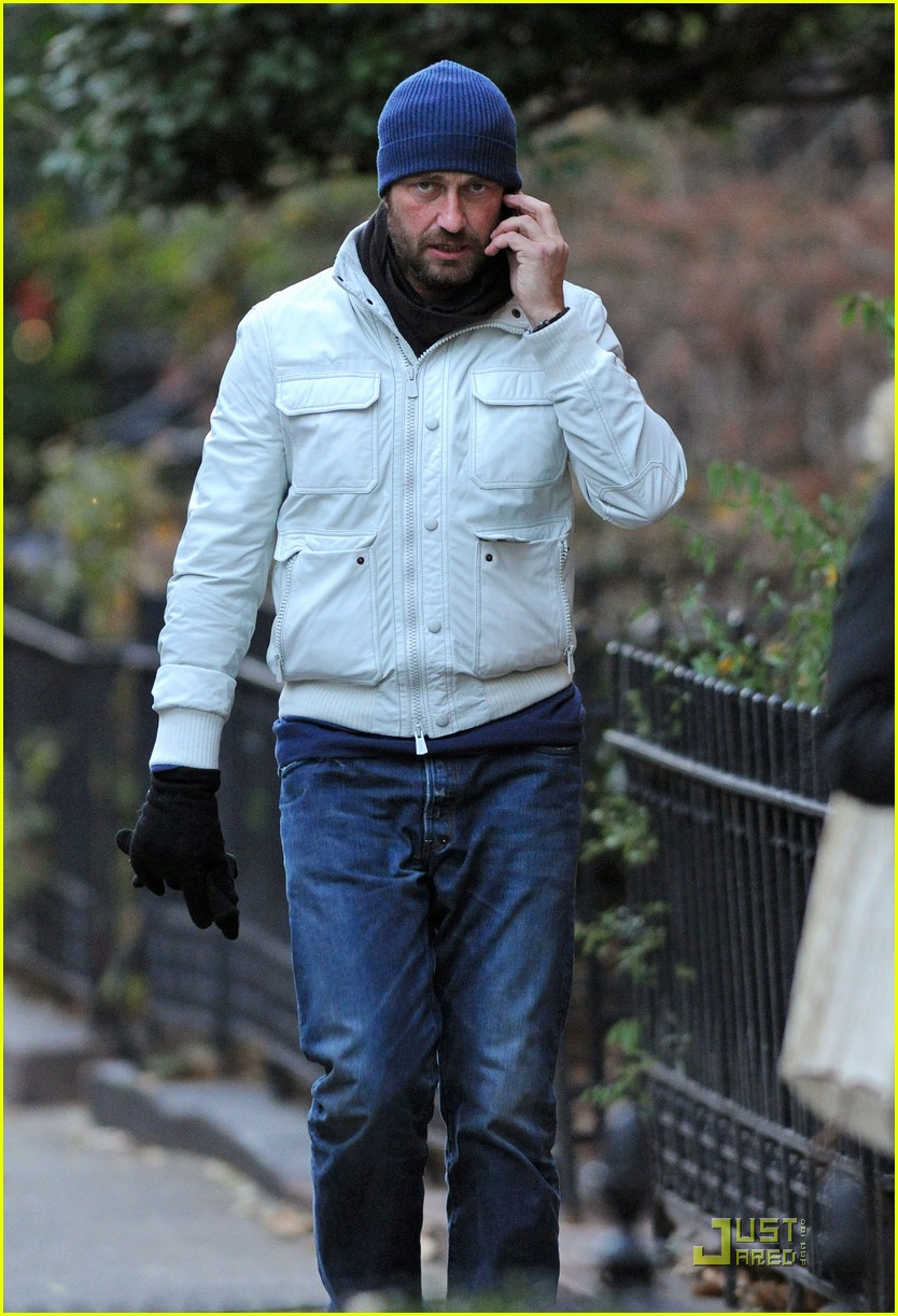 gerard butler on the run ny 04