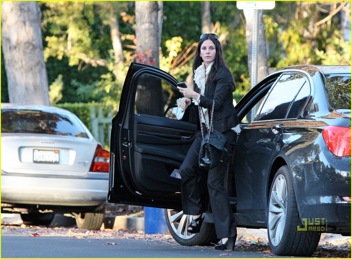 courteney cox christmas eve party 07
