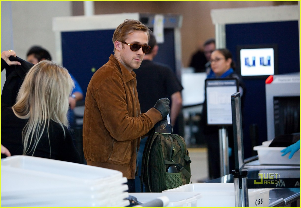 ryan gosling tsa patdown lax 04
