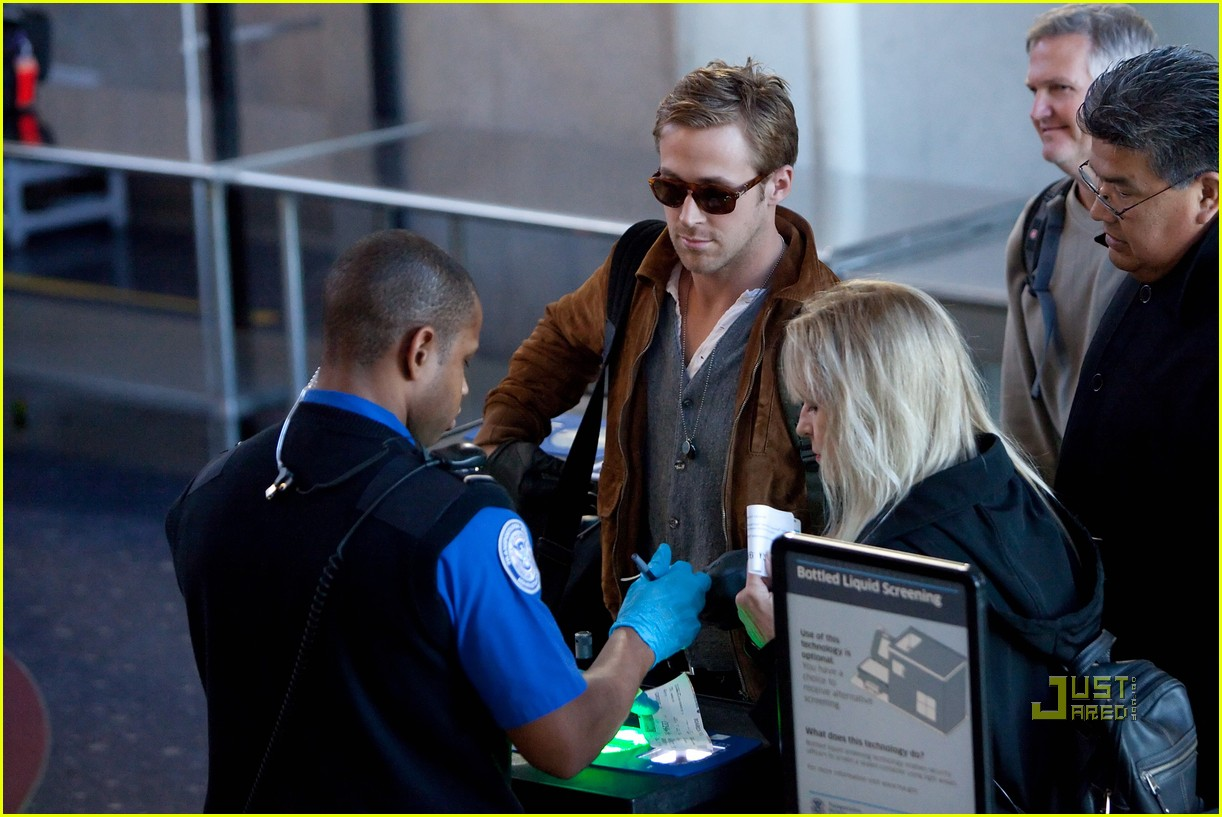 ryan gosling tsa patdown lax 05