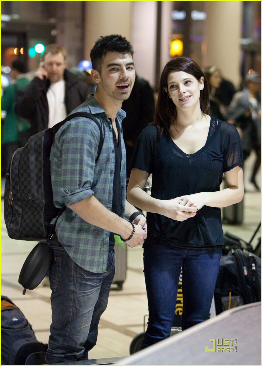 ashley greene joe jonas california couple 18