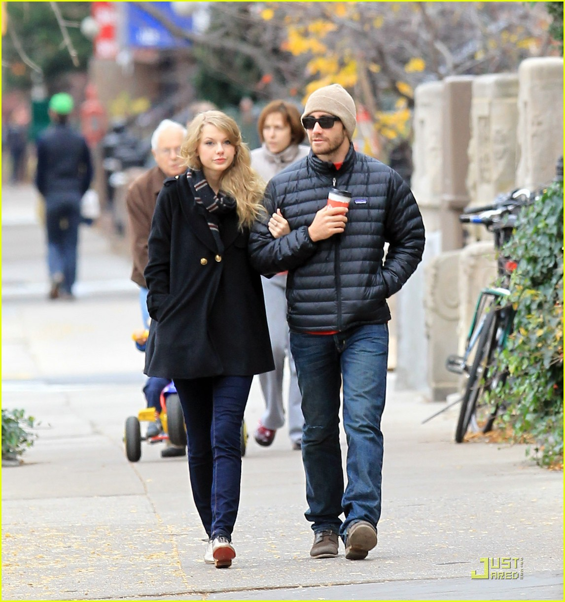 jake gyllenhaal taylor swift thanksgiving 012502023