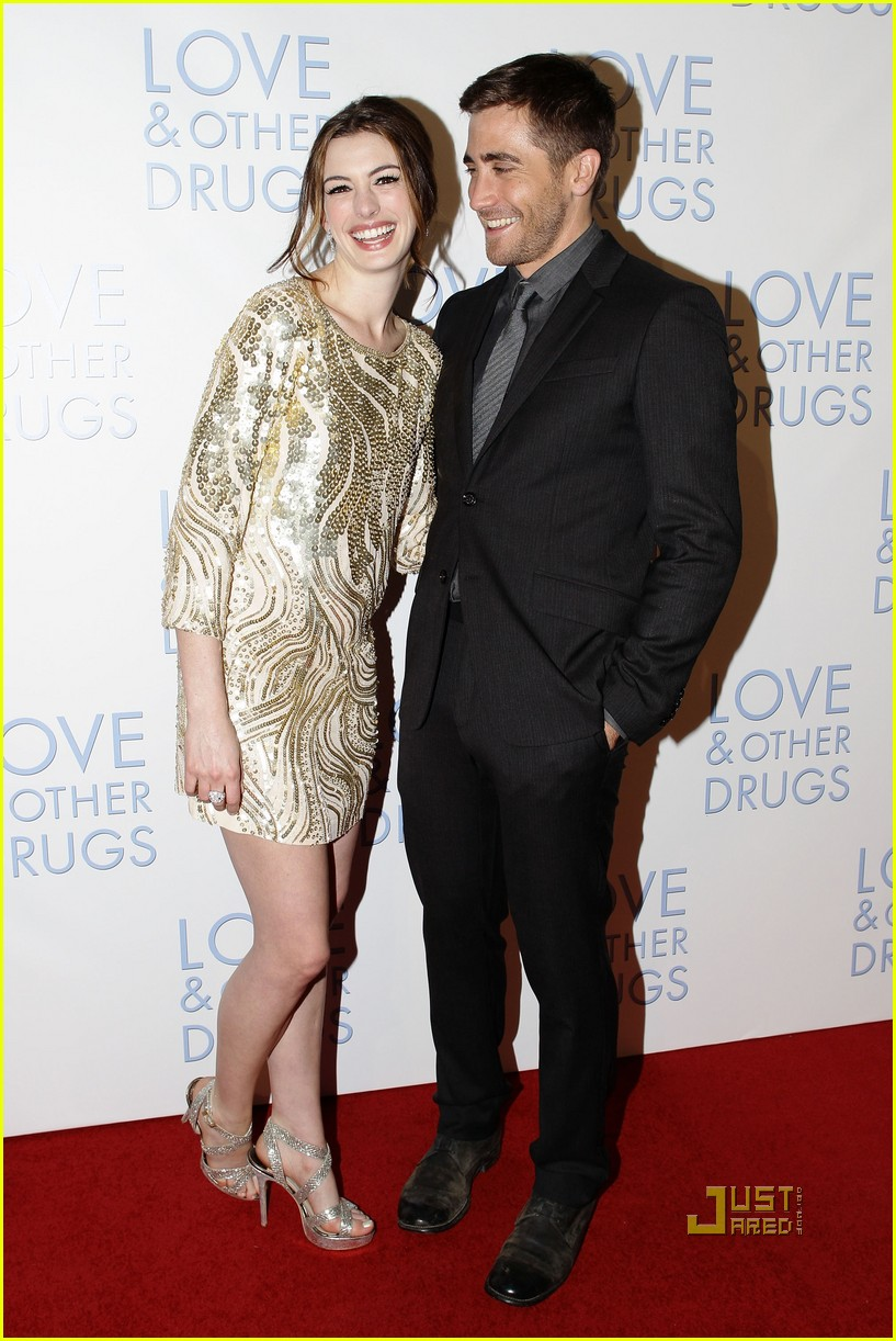 anne hathaway jake gyllenhaal love other drugs premiere sydney 04