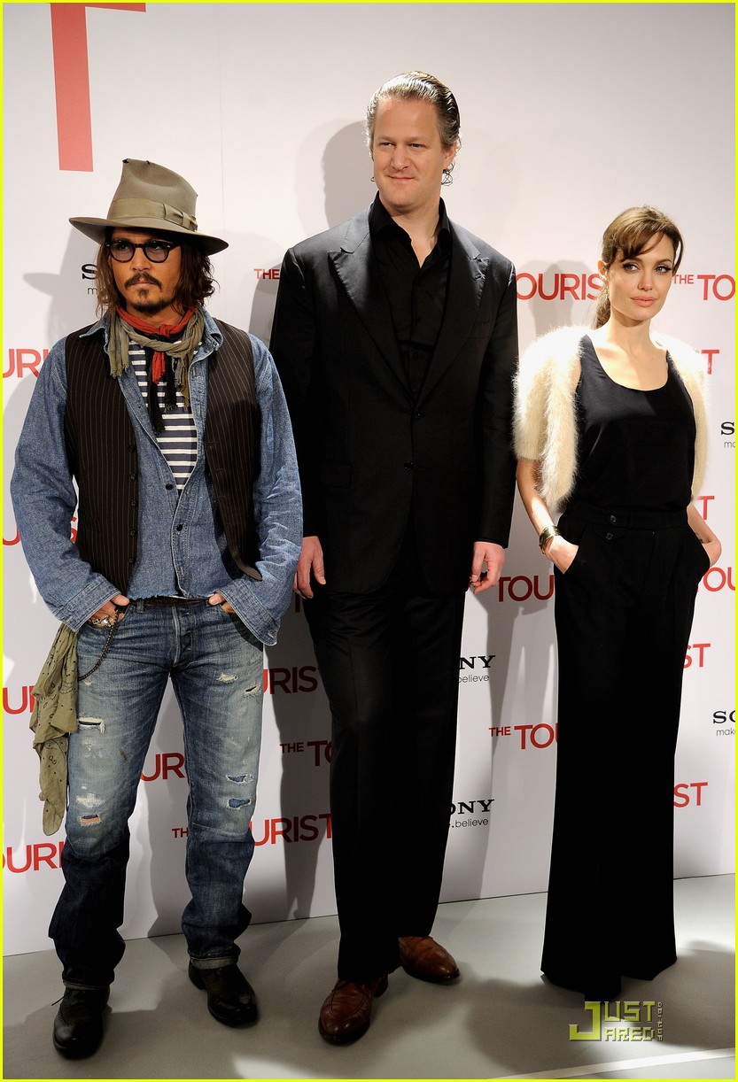 http://cdn04.cdn.justjared.com/wp-content/uploads/2010/12/jolie-madrid/angelina-jolie-johnny-depp-make-madrid-05.jpg
