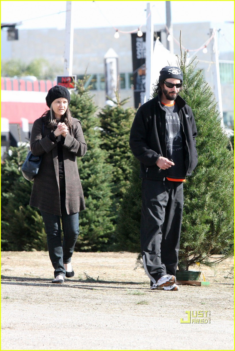 keanu reeves christmas tree shopping 132506382