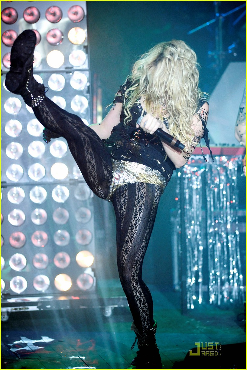 kesha billboard 08