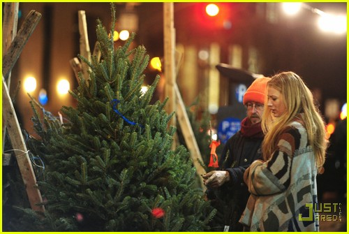 Blake Lively: Christmas Tree Shopping!: Photo 2503769 ...