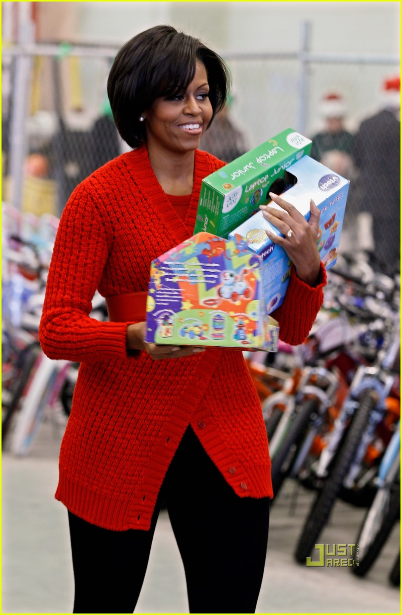 michelle obama toys for tots 07