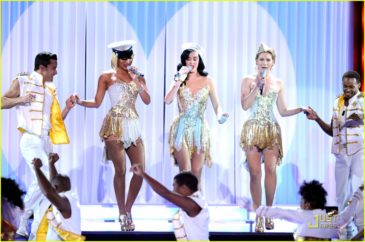 katy perry troops 03
