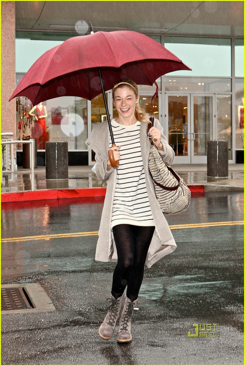 leann rimes umbrella mall 092505258