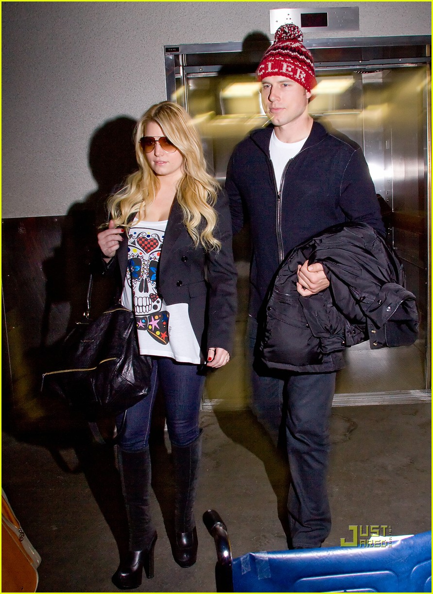 jessica simpson lax arrival eric johnson 03