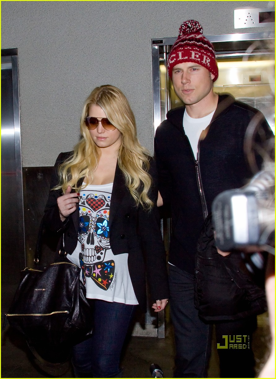 jessica simpson lax arrival eric johnson 05