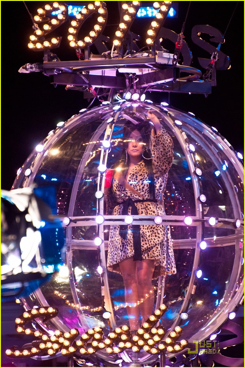 snooki new years eve ball drop preview 04