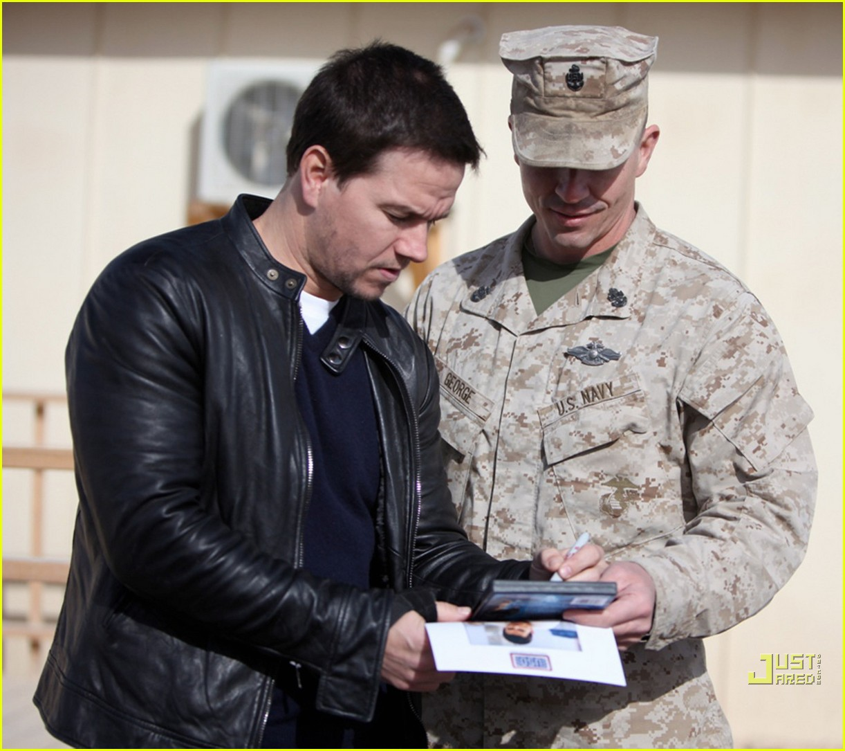 mark wahlberg salutes troops 03