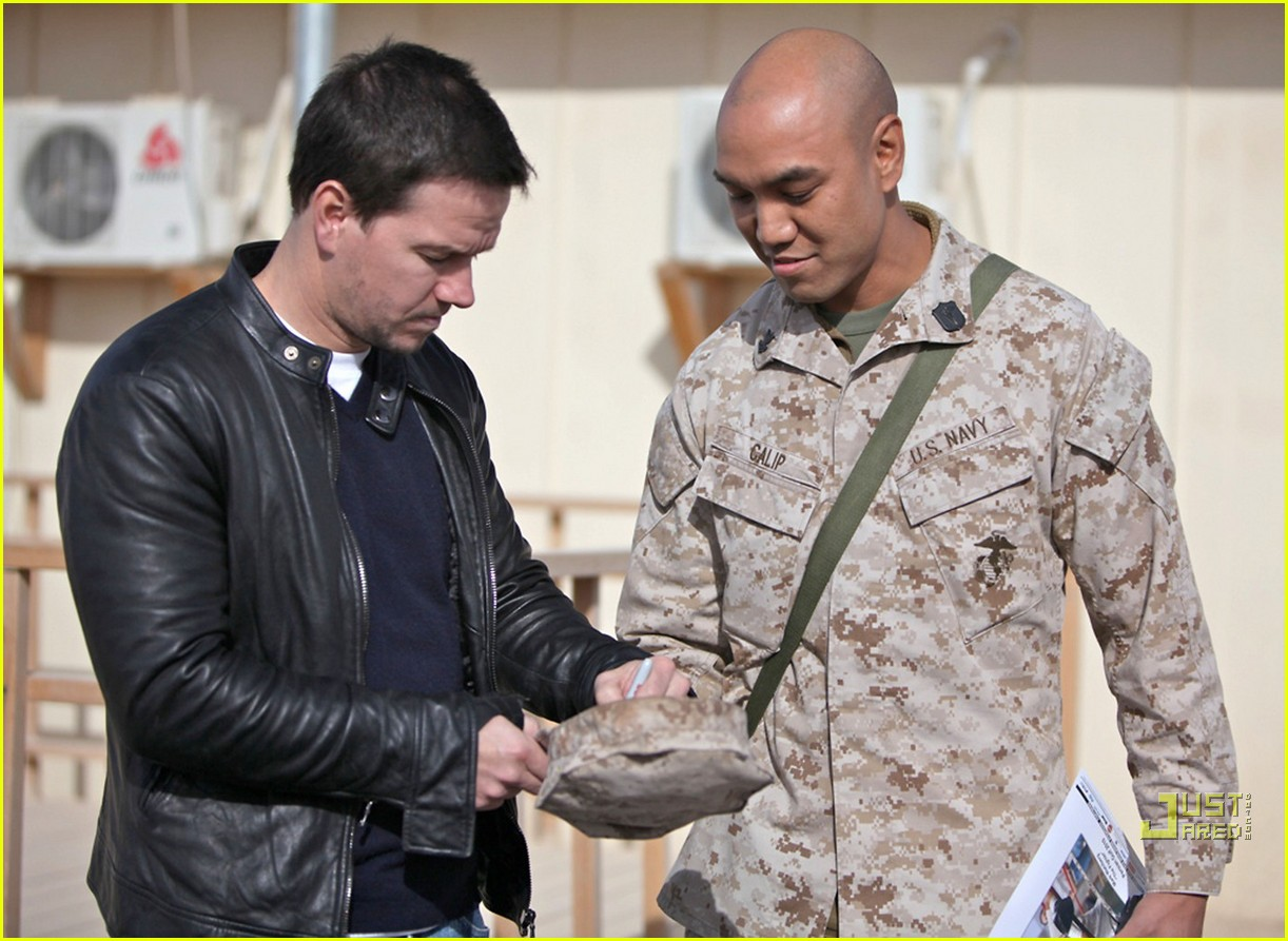 mark wahlberg salutes troops 08