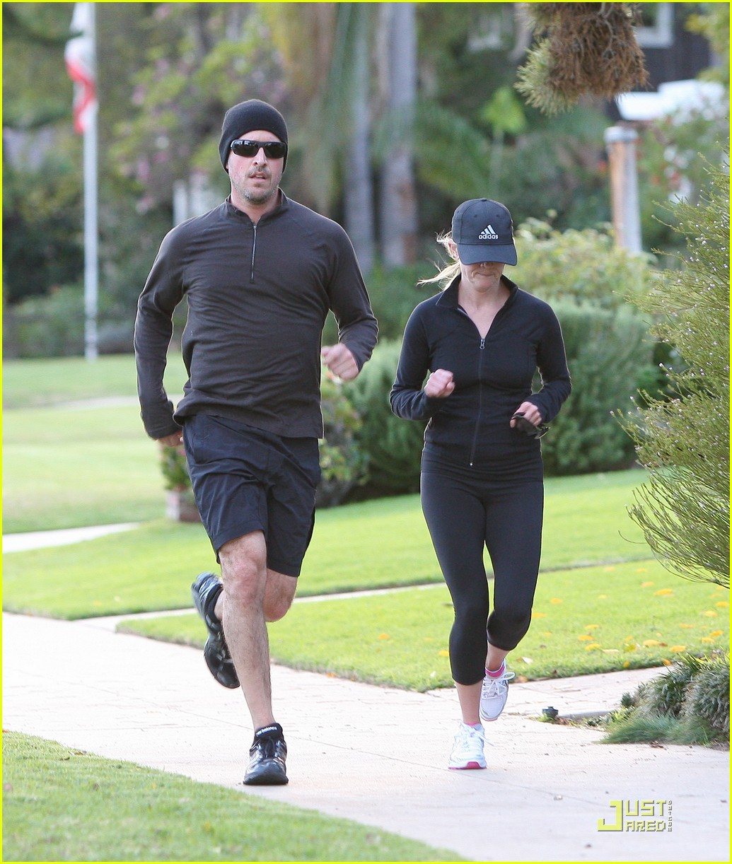 reese witherspoon jim toth jogging 11
