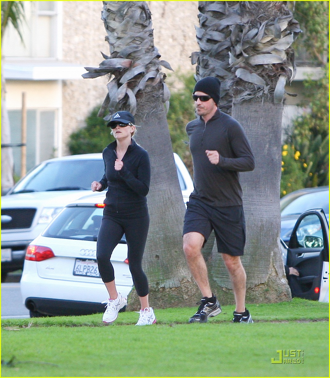 reese witherspoon jim toth jogging 16