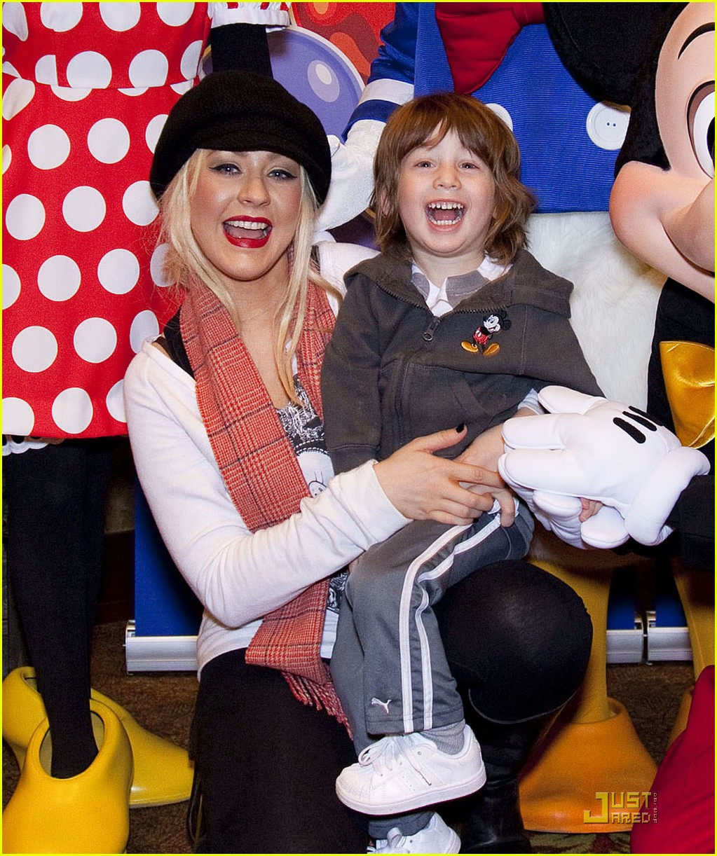 christina aguilera max disney 02