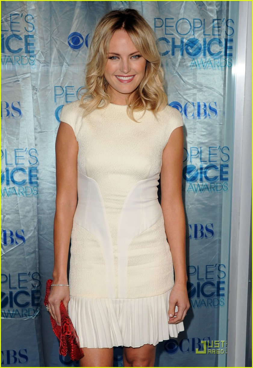 malin akerman maggie q 2011 peoples choice 03