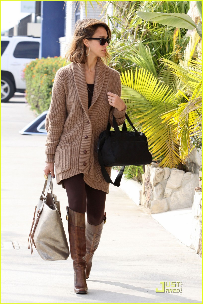 jessica alba cardigan chic 01