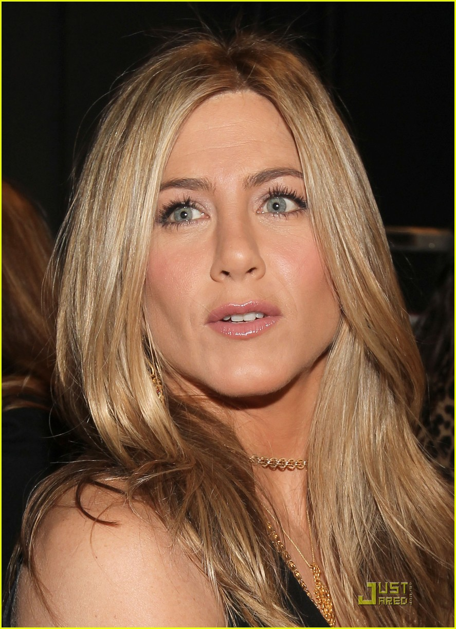 jennifer aniston p