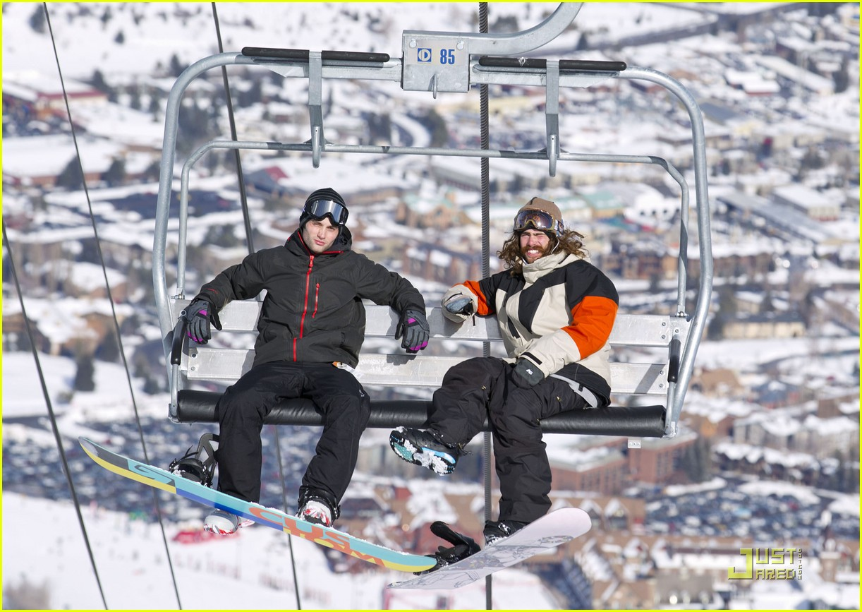 penn badgley snowboarding 01