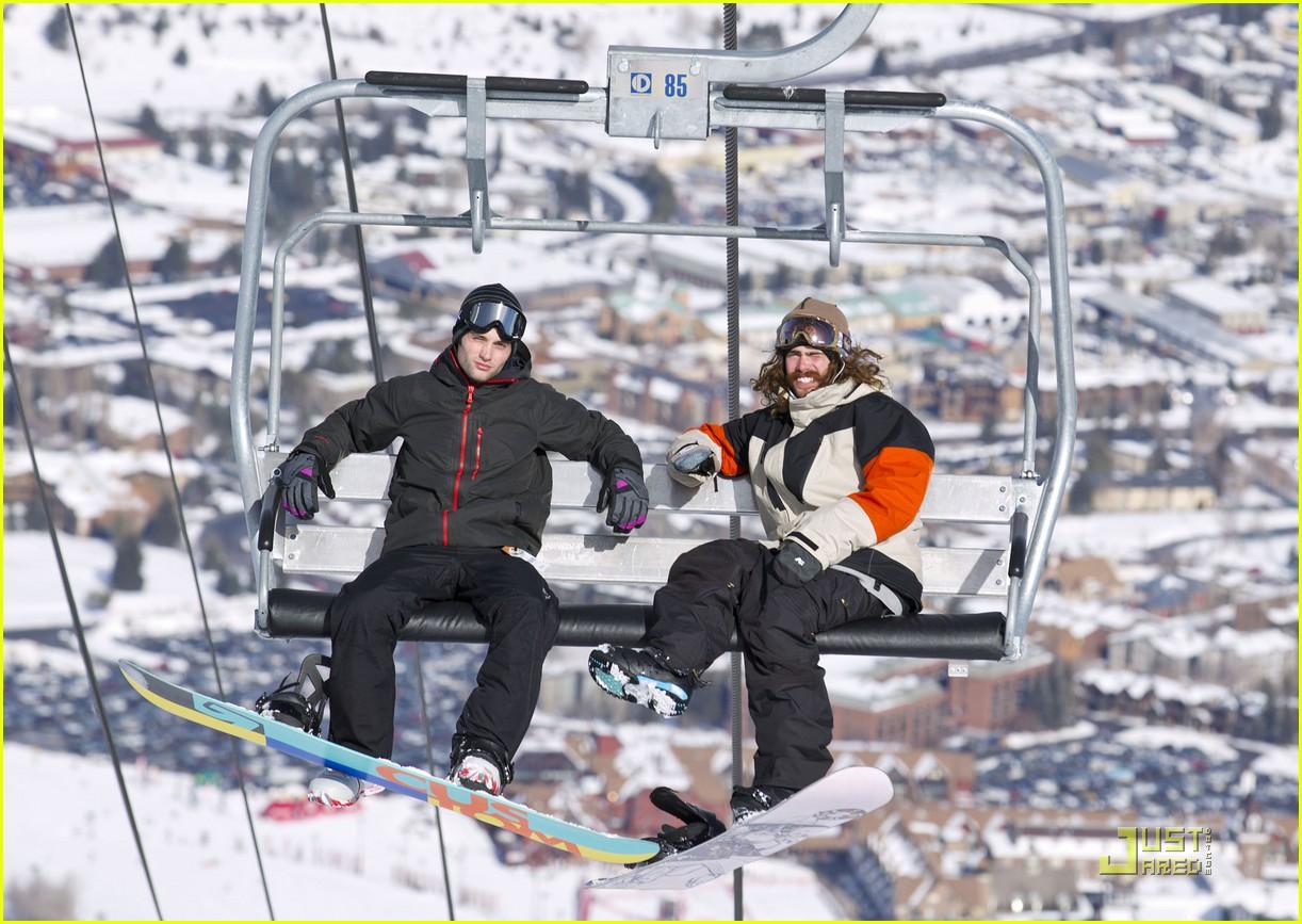 penn badgley snowboarding 01