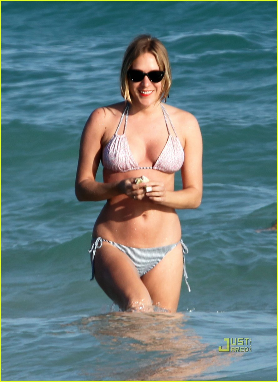 chloe sevigny bikini miami 02