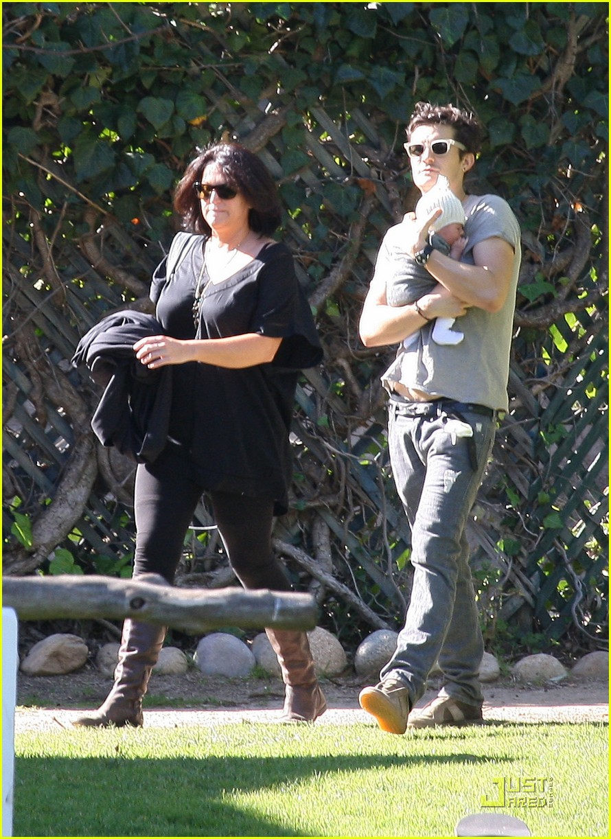 orlando bloom walk in the park with flynn 10