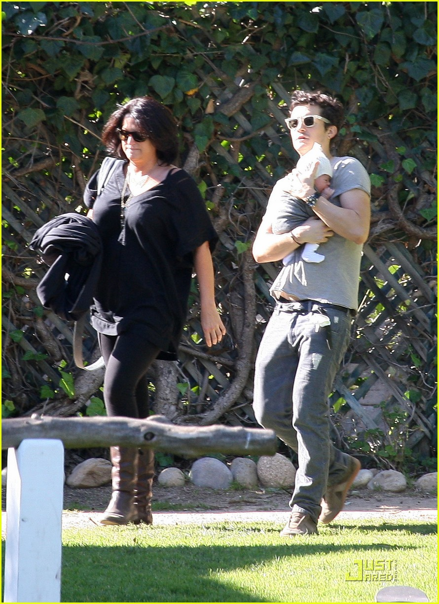 orlando bloom walk in the park with flynn 112513855
