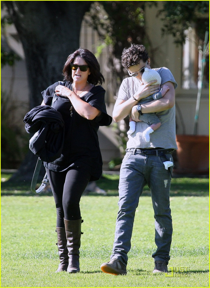 orlando bloom walk in the park with flynn 152513859