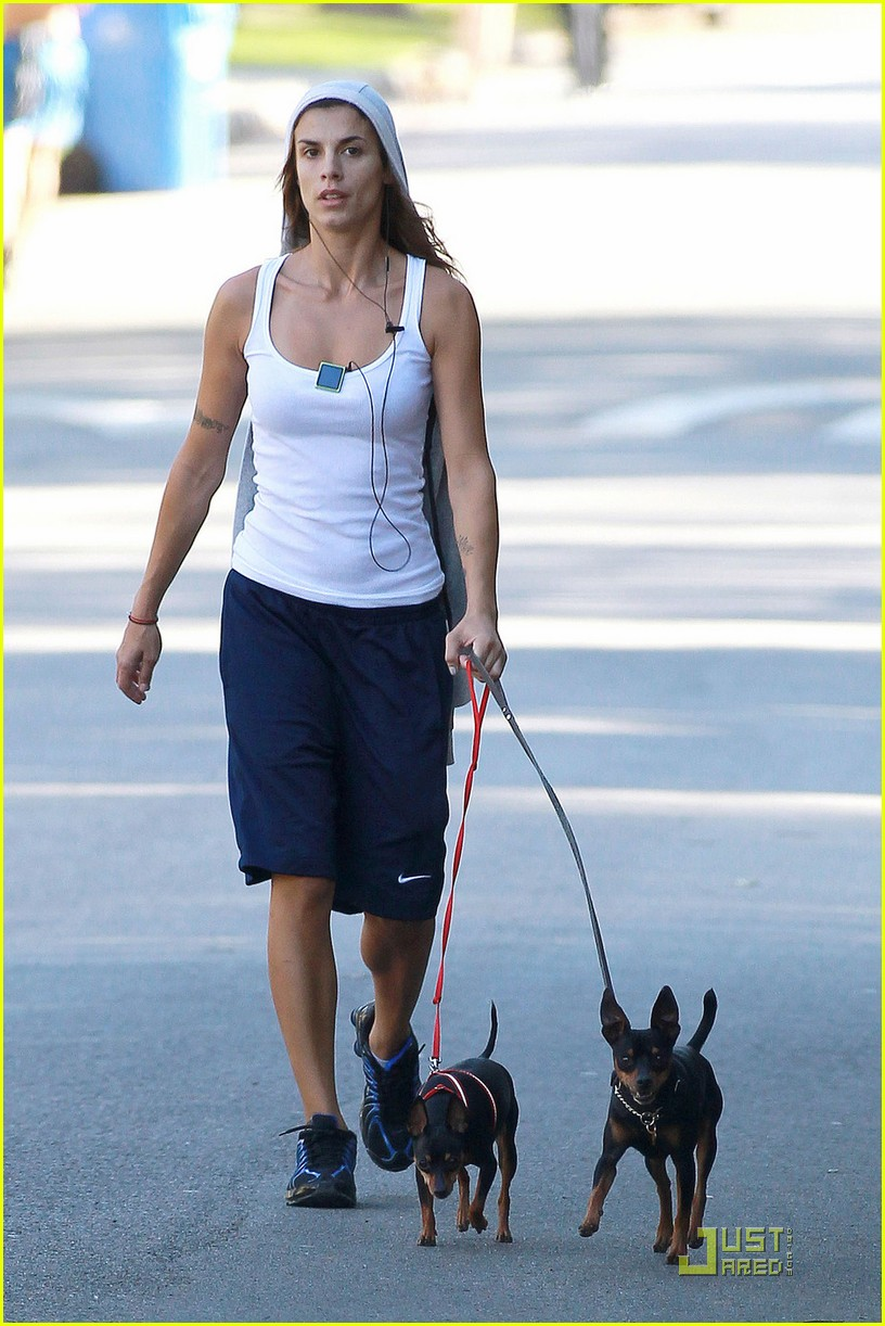elisabetta canalis dog walk 04