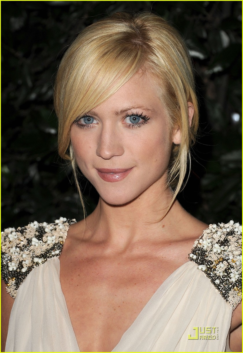 zac efron brittany snow audi golden globe party 07
