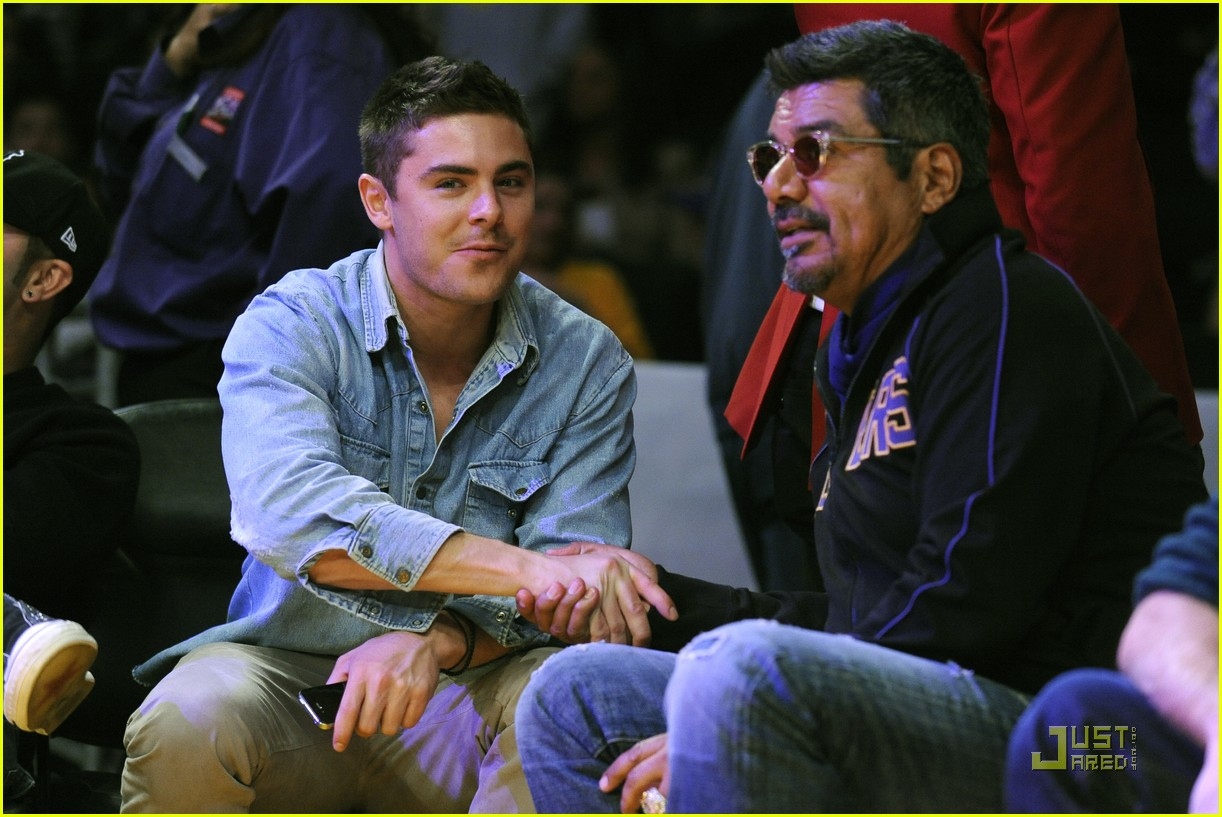 zac efron lakers game george lopez 02