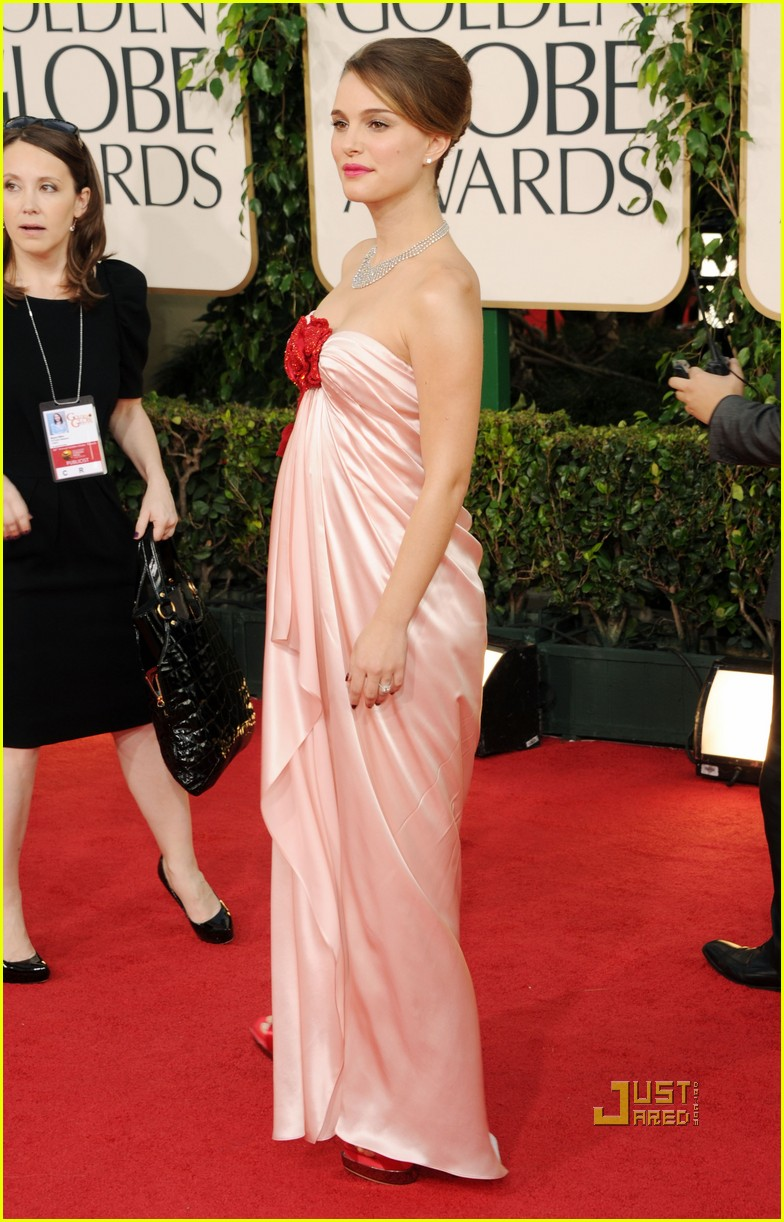 natalie portman 2011 golden globes red carpet 05